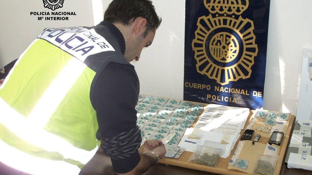 Foto: Algunos comprimidos de viagra incautados en una operación policial desarrollada en 2010. (EFE)