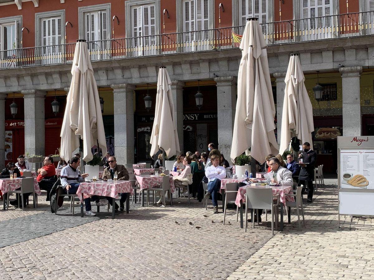 Foto: Terrazas en la Plaza Mayor de Madrid. (EFE)