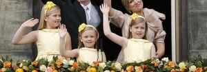 Las hijas de los reyes de Holanda visten moda española el día de la investidura de sus padres
