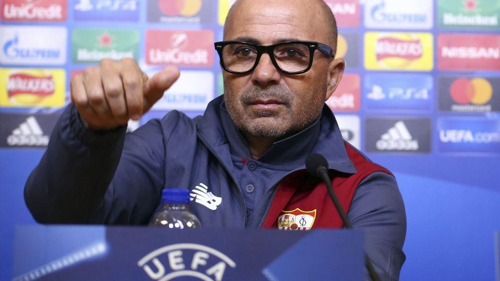 Foto: Jorge Sampaoli, durante la rueda de prensa previa al partido contra el Leicester. (EFE)
