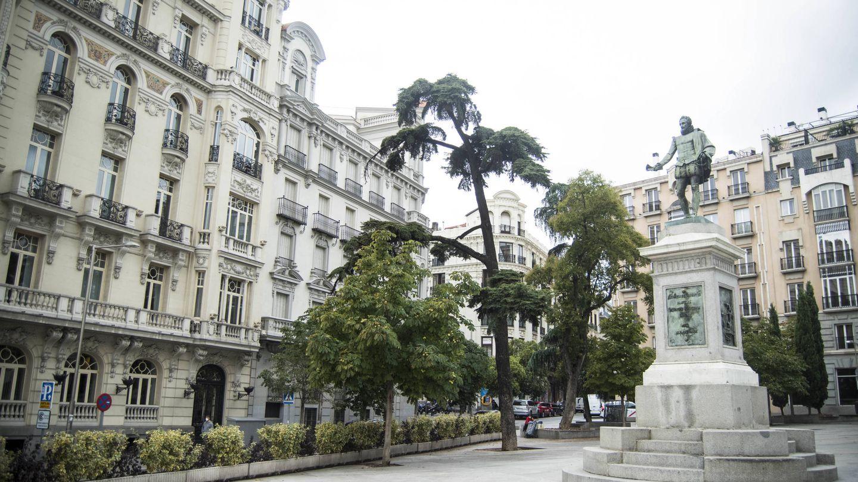 Plaza de las Cortes. (C. Castellón)