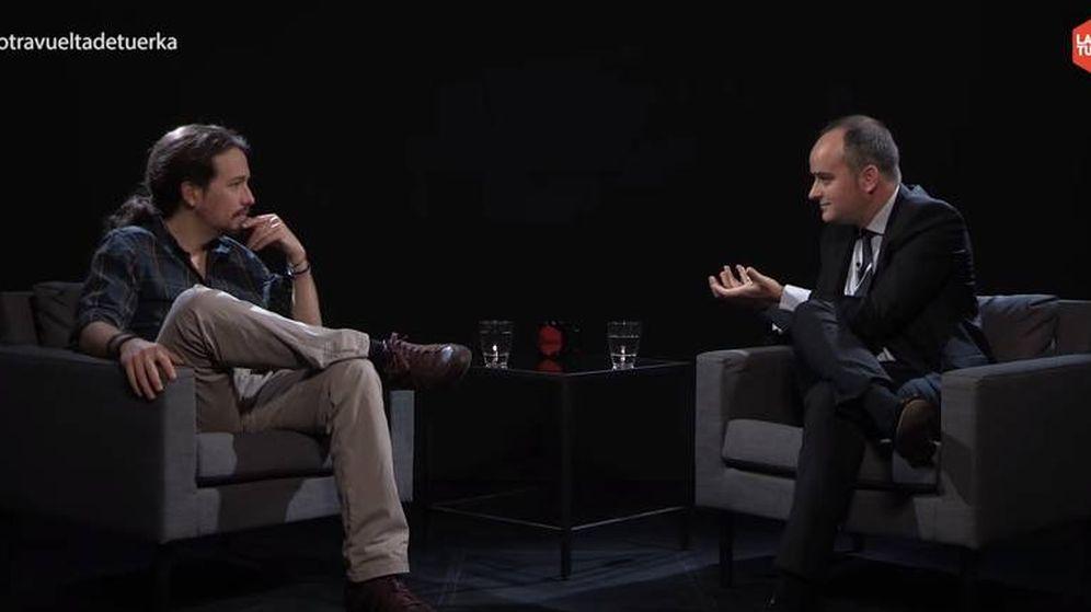 Foto: Pablo Iglesias e Iván Redondo, en un momento de la entrevista.