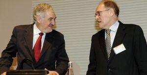 """Conde-Pumpido ve """"criminalidad económica"""" tras los """"ataques especulativos"""" contra el euro"""