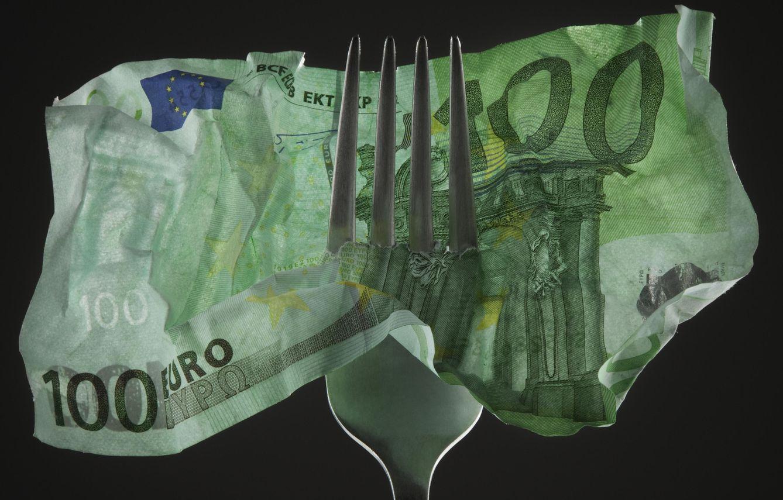 Foto: Dura tan poco en los bolsillos que tienes la sensación de que te estás comiendo el dinero. Hay gastos que se pueden evitar, ojito con estos. (Corbis)