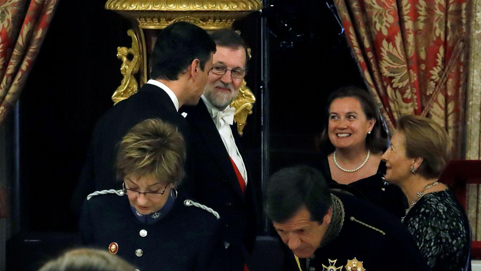 Foto: Pedro Sánchez y Mariano Rajoy, en la cena de gala ofrecida al presidente portugués, el pasado 16 de abril en el Palacio Real de Madrid. (EFE)