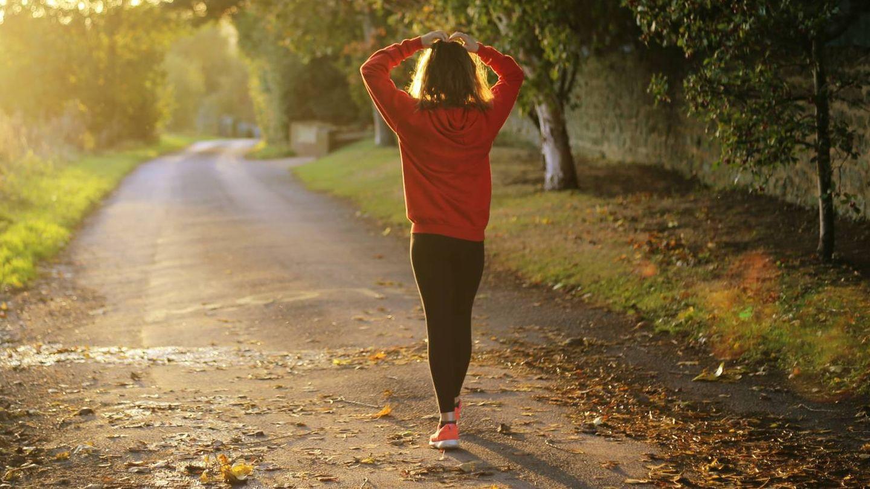 Descarga estas apps en Google Play y App Store para controlar tus progresos caminando. (Emma Simpson para Unsplash)