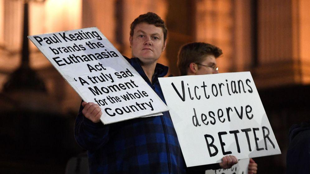 Foto: Manifestantes por la entrada en vigor de la ley de eutanasia (EFE)