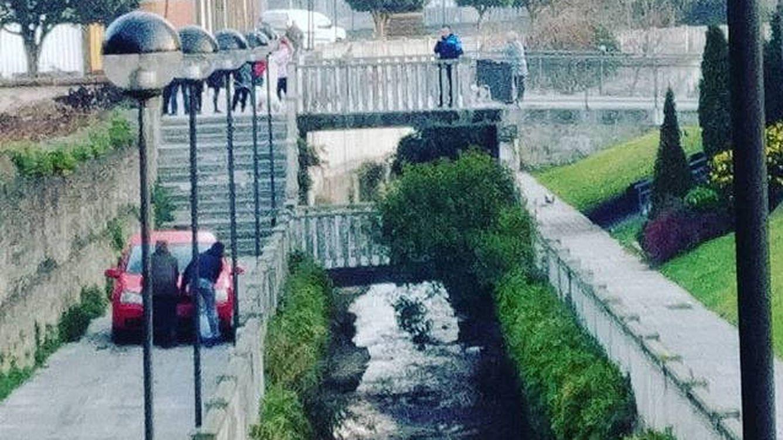 Un conductor borracho baja unas escaleras con su coche y echa la culpa al GPS