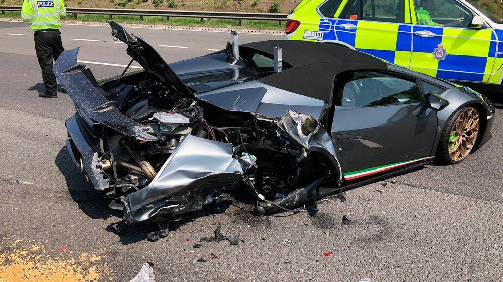 Foto: Estrena un Lamborghini y se lo destrozan 20 minutos después en la autopista (Foto: Twitter)