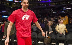 Los Lakers se rinden a Gasol, pero le amargan la noche a los Bulls
