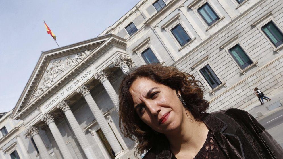 Foto: La ya exdiputada Irene Lozano frente al Congreso. (EFE)