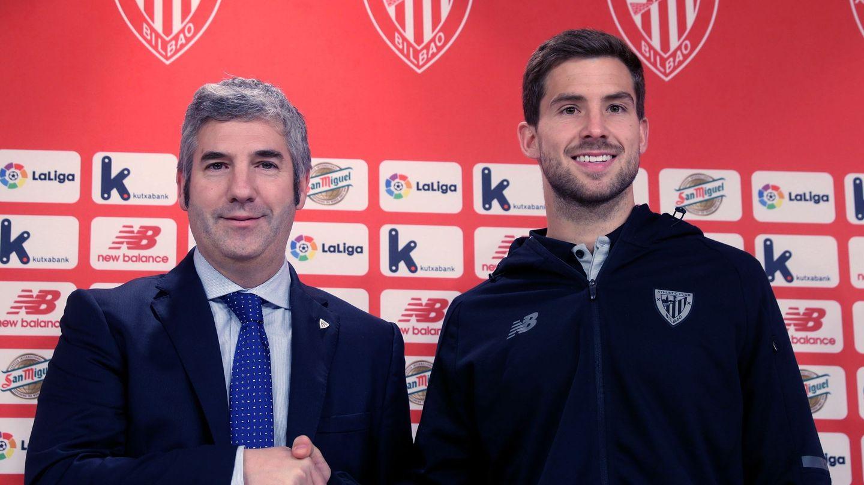 Josu Urrutia, en la presentación de Iñigo Martínez como jugador del Athletic. (EFE)