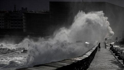 Lluvia, olas y viento por encima de los 100 km/h ponen en alerta a siete comunidades