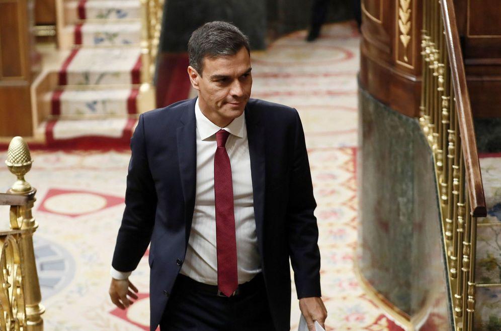 Foto: Pedro Sánchez entra al hemiciclo del Congreso para la sesión de control al Gobierno de este 12 de septiembre. (EFE)
