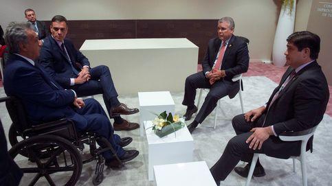 Sánchez se pone de perfil con Venezuela pese a la presión de Felipe, Aznar, PP y Cs