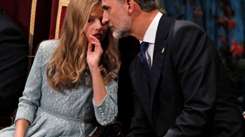 Foto: Padre e hija en los Premios Princesa de Asturias. (EFE)