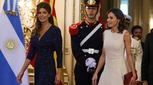 Manos entrelazadas, tuteo de Macri y dos buenos looks: Letizia y Awada, en Argentina