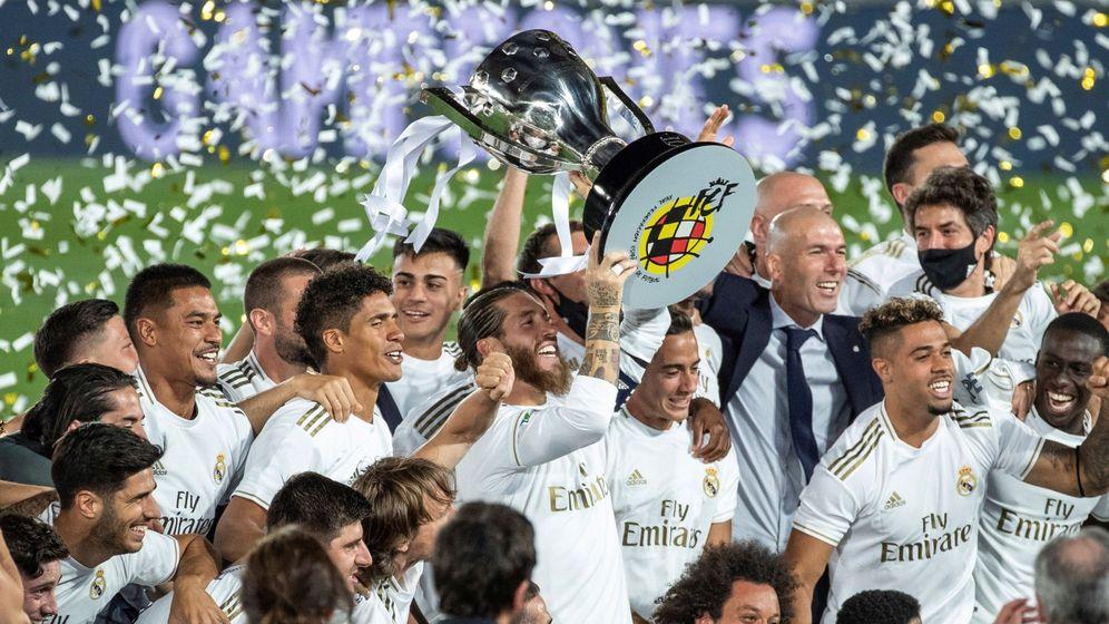 Foto: El Real Madrid celebra el título de liga. (EFE)