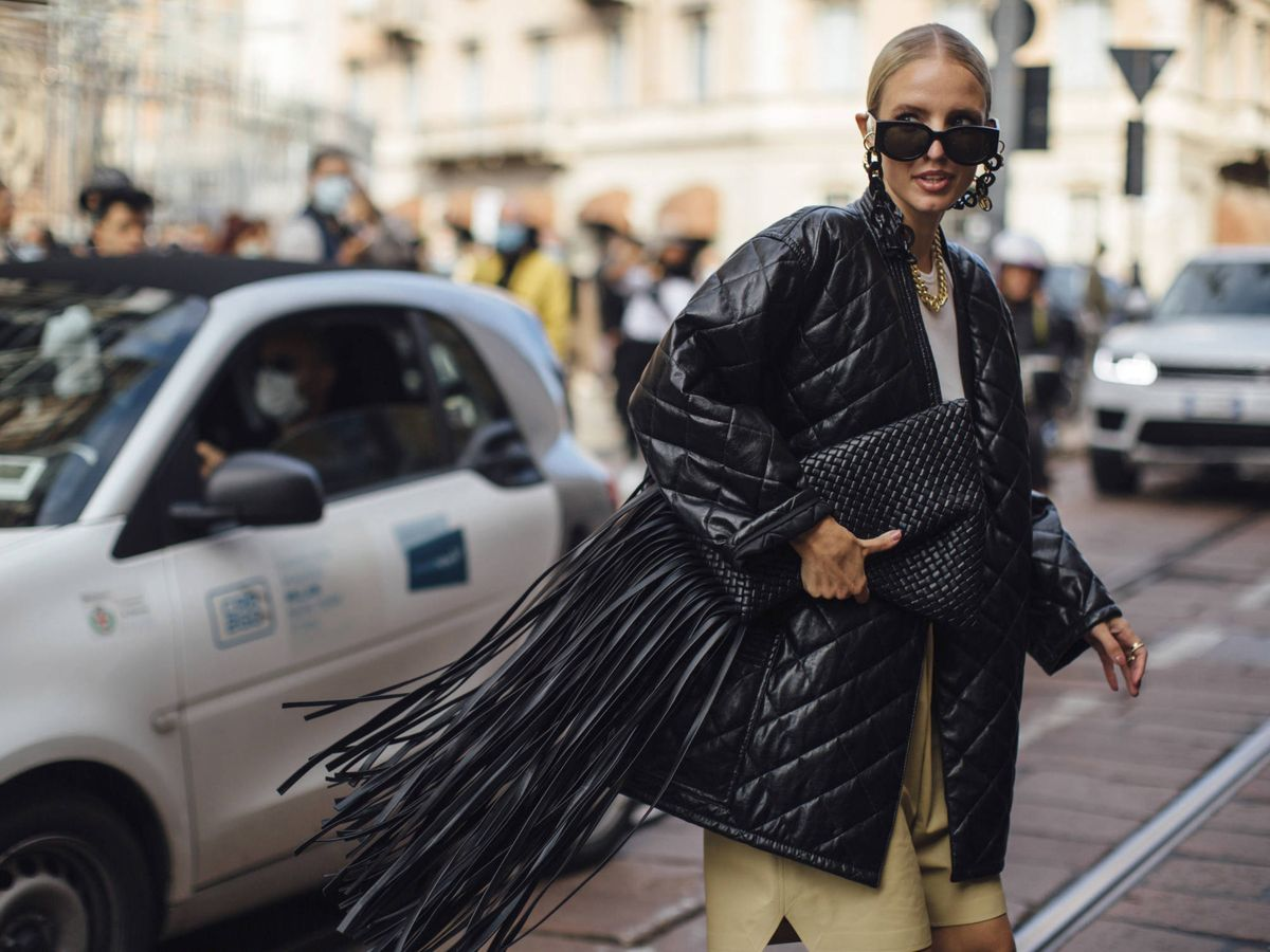 Foto: La insider Leonie Hanne, con una chaqueta efecto piel. (Imaxtree)