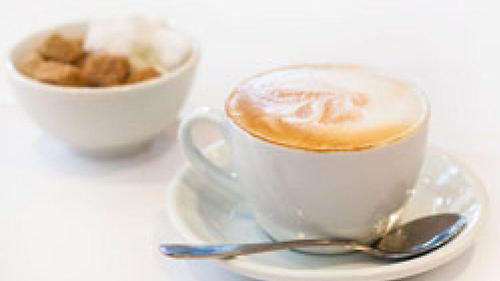 Foto: El café con leche: corto de azúcar y en taza pequeña