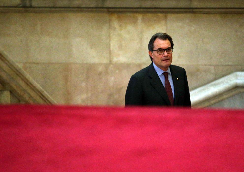 Foto: El presidente de la Generalitat, Artur Mas, llega al Parlament (Efe)