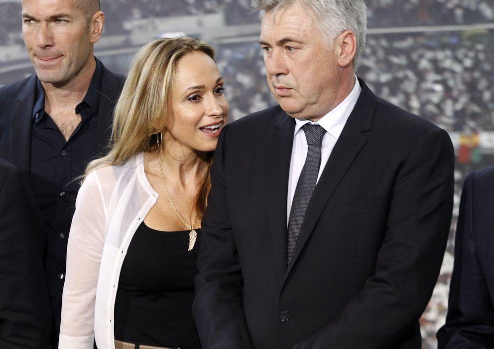 Foto: Carlo Ancelotti y Mariann en junio de 2013 durante su presentación como entrenador del Real Madrid (Gtres)