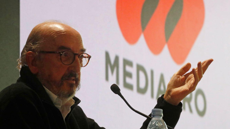 López Miras: guerra empresarial con Roures por el control de la televisión murciana