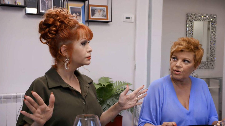 Yurena y Terelu Campos, en 'Ven a cenar conmigo'. (Mediaset)
