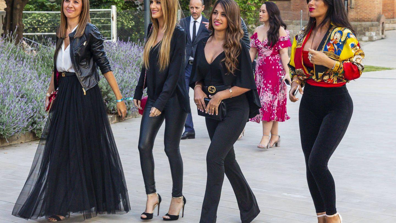 Nuria Cunillera, Elena Galera, Antonella Roccuzzo y Daniella Semaan, a su llegada al desfile. (Gtres)