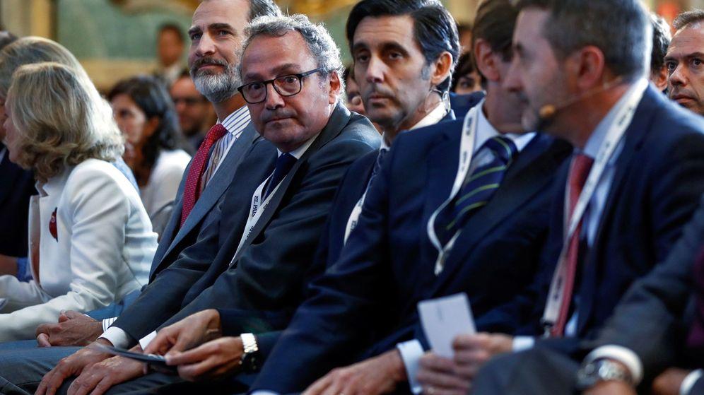 Foto: José María Álvarez-Pallete, Josu Jon Imaz, el rey Felipe y Nadia Calviño, entre otros. (EFE)