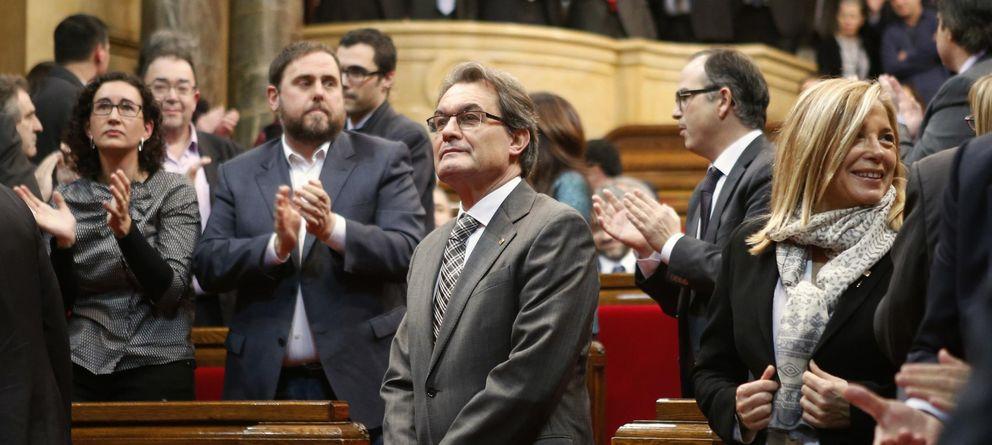 Foto: Artur Mas recibe el aplauso del Parlament después de la sesión de esta semana. (Reuters)