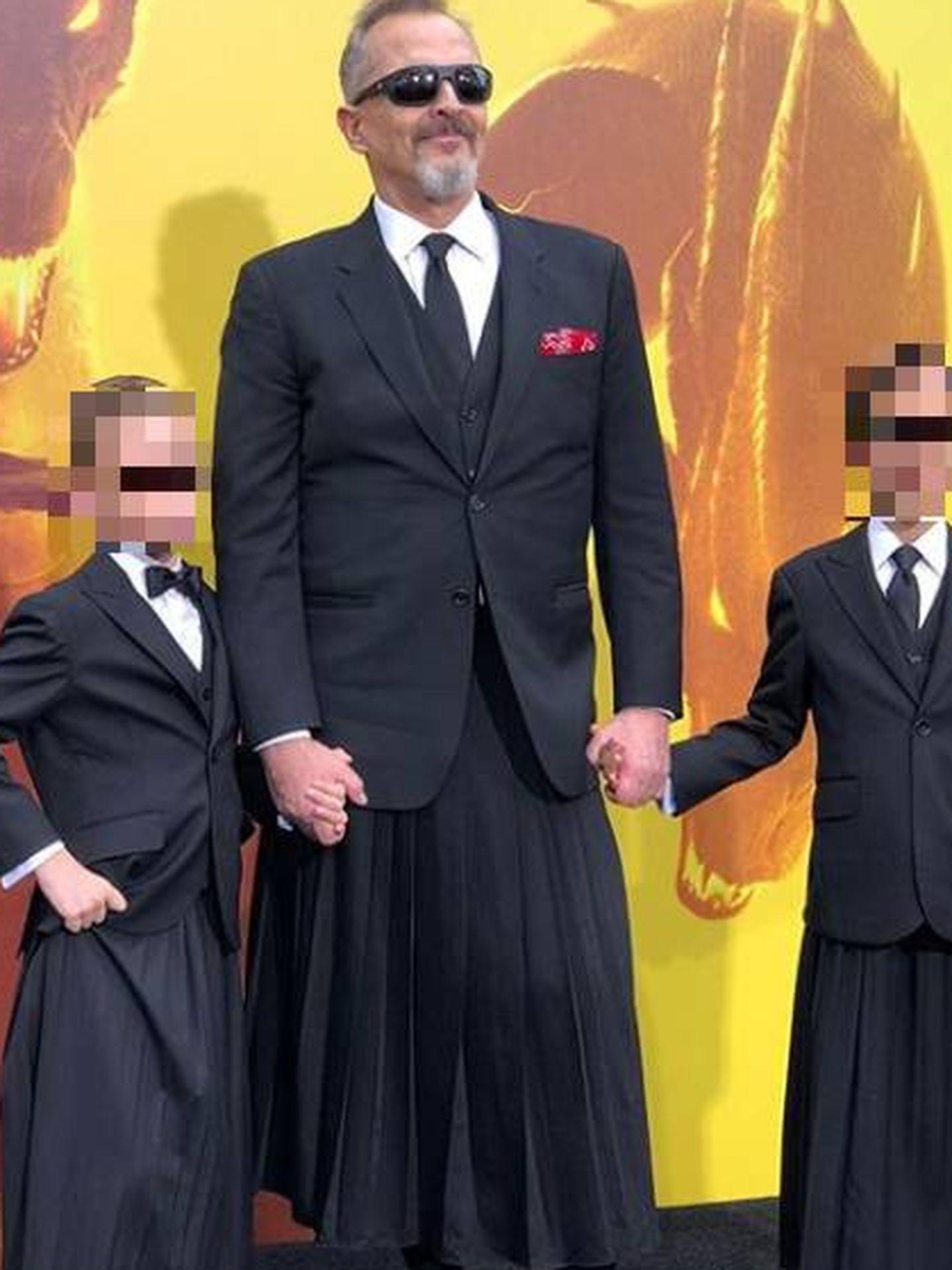 Miguel Bosé con sus hijos, Tadeo y Diego, en Los Ángeles. (IG)