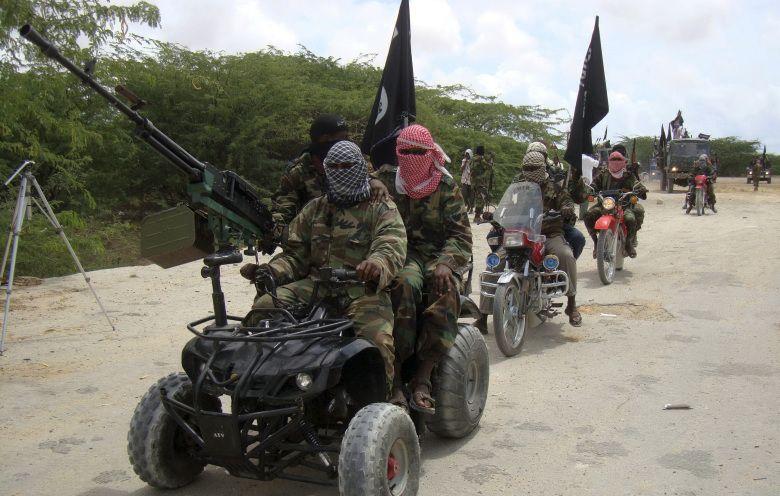 Militantes de Al Shabaab cerca de Mogadiscio, en Somalia (Reuters)