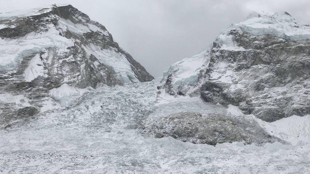 Foto: Semblante de la traicionera cascada de Khumbu, entre el Campo Base del Everest y el C1