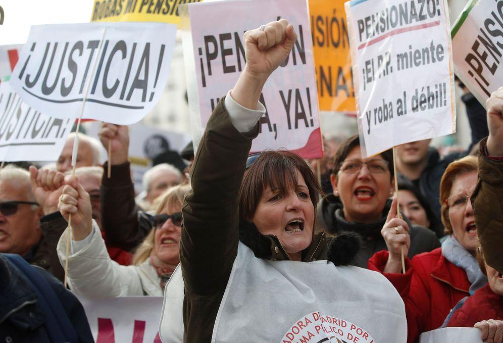 Foto: La manifestación madrileña por el sistema público de pensiones. (Juanjo Martín/EFE)