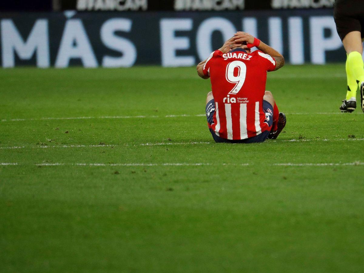 Foto: Suárez se duele de un golpe en un partido reciente. (EFE)