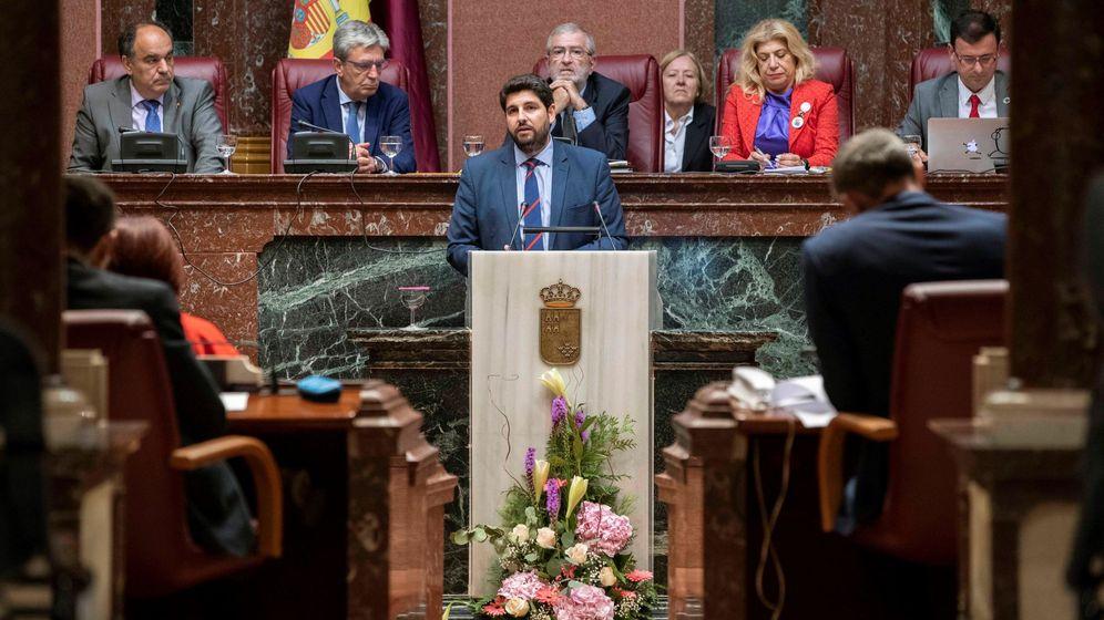 Foto: El candidato del PP, Fernando López Miras, en la Asamblea regional. (EFE)