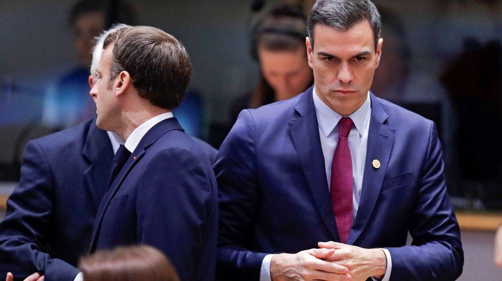 Foto: Pedro Sánchez junto a Emmanuel Macron en el Consejo Europeo de diciembre. (EFE)