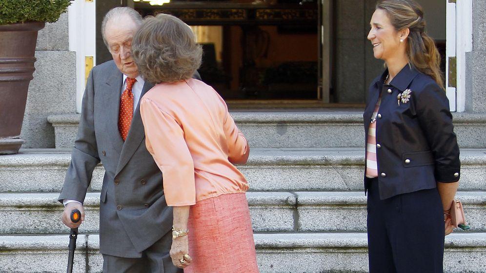 Foto: El rey Juan Carlos con la reina Sofía en Zarzuela en 2013. (Reuters)