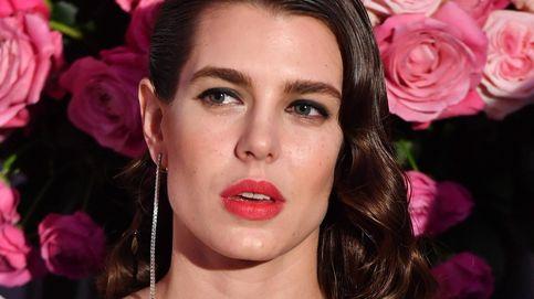 Lo que se lleva es pintarse los labios de rojo como las francesas y se hace así