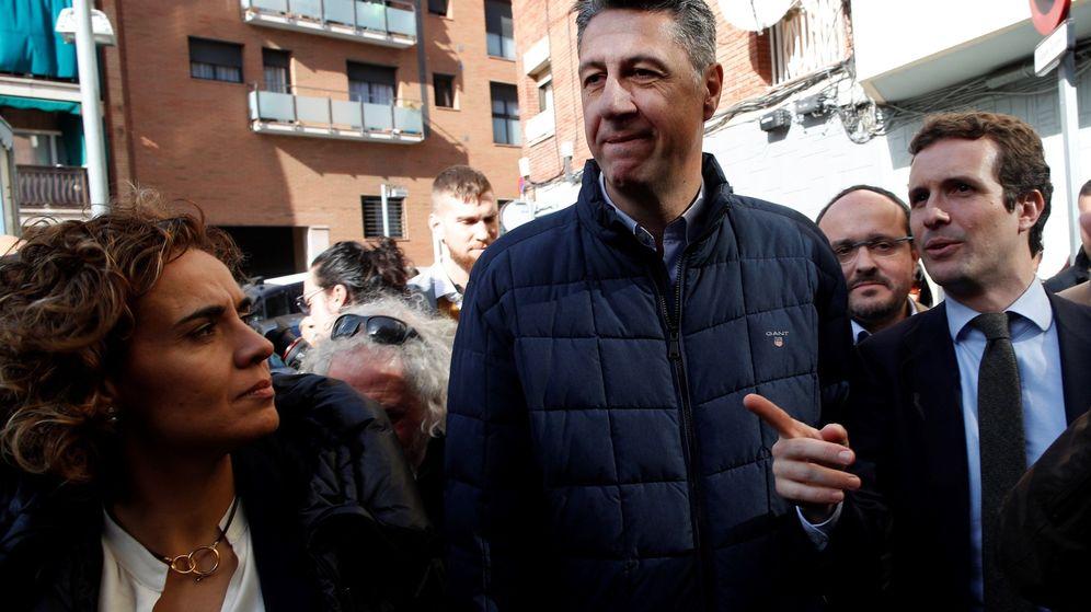 Foto: Xavier García Albiol, entre Dolors Montserrat y Pablo Casado