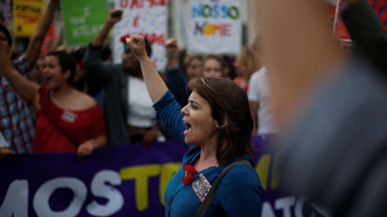 Catarina Martins, la líder del Bloco de Esquerda, durante el aniversario de la Revolución de los Claveles, el 25 de abril de 2017. (Reuters)