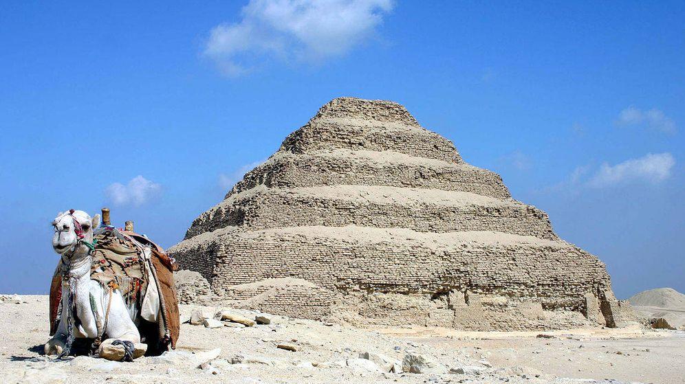 Foto: La Pirámide escalonada de Zóser, principal edificio de la necrópils de Saqqara. (CC/Wikimedia Commons)