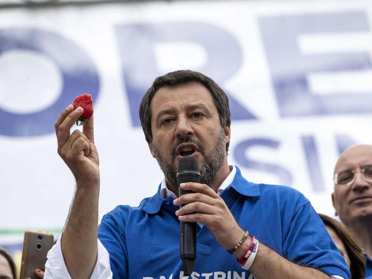 Foto: Matteo Salvini se come una fresa en un mitin de 2019. (EFE)