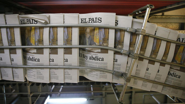Edición extra de 'El País' con motivo de la abdicación del rey Juan Carlos (EFE).
