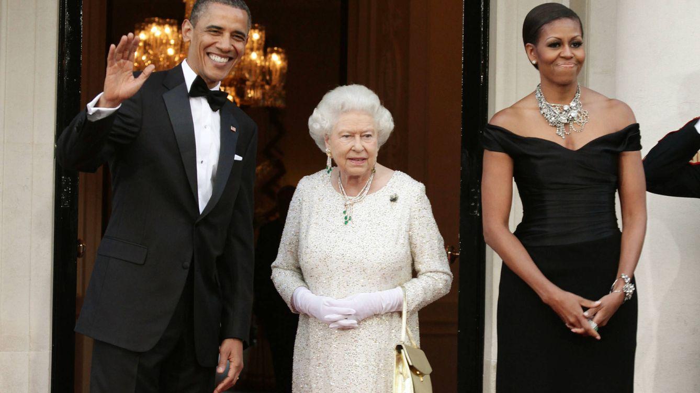 Cómo la jefa de protocolo de Obama aprendió que el bolso de la reina no se toca