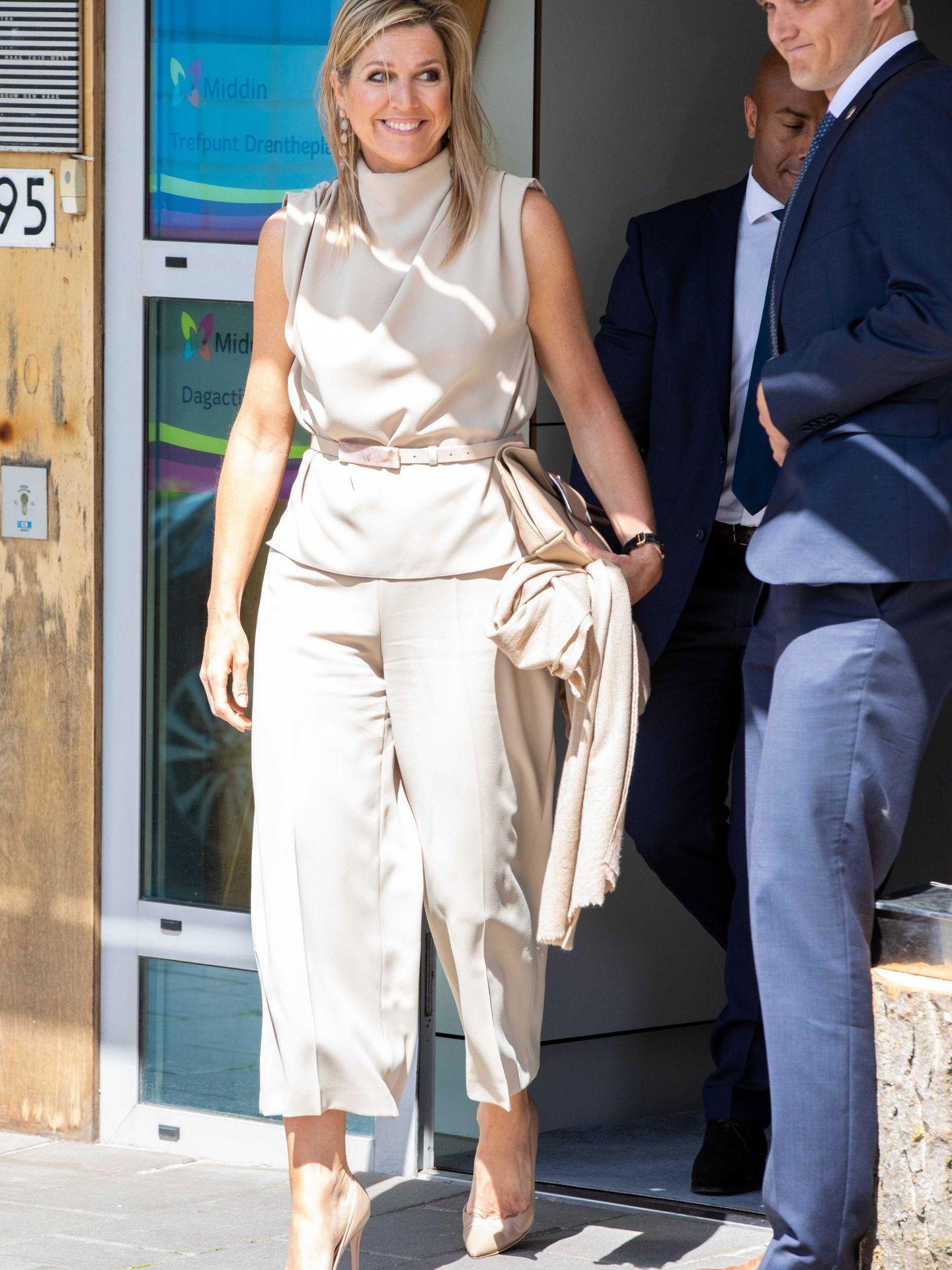 Maxima, con un el pantalón culotte de color nude de Zara. (EFE)