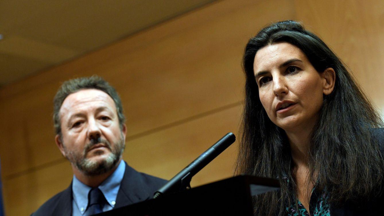 Una pregunta de Vox revela que en Podemos y Más Madrid sus empleados no fichan