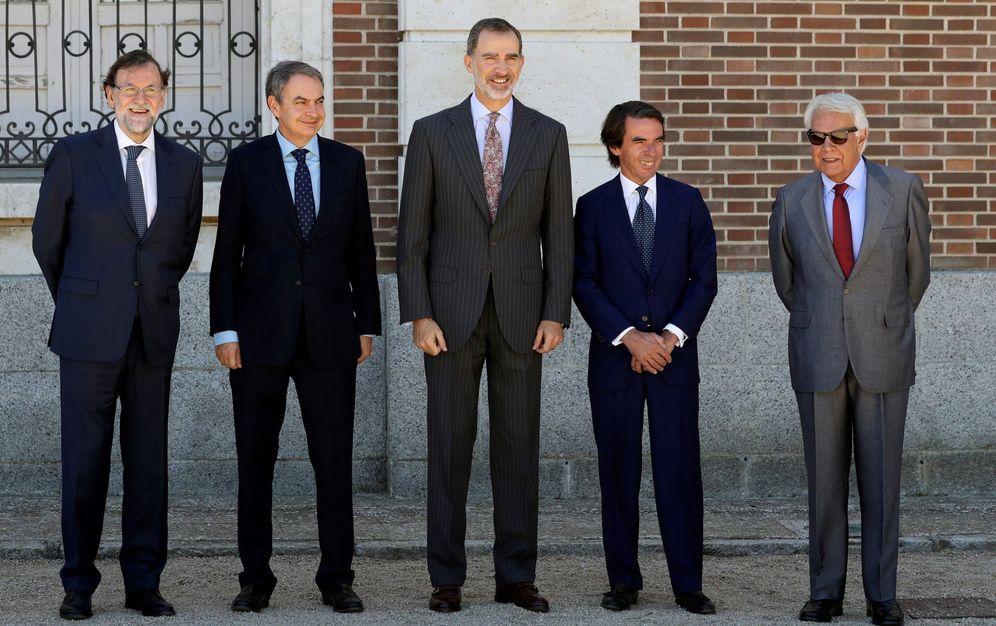 Foto: El Rey Felipe VI, junto Mariano Rajoy, José Luis Rodríguez Zapatero, José María Aznar y Felipe González. (EFE)