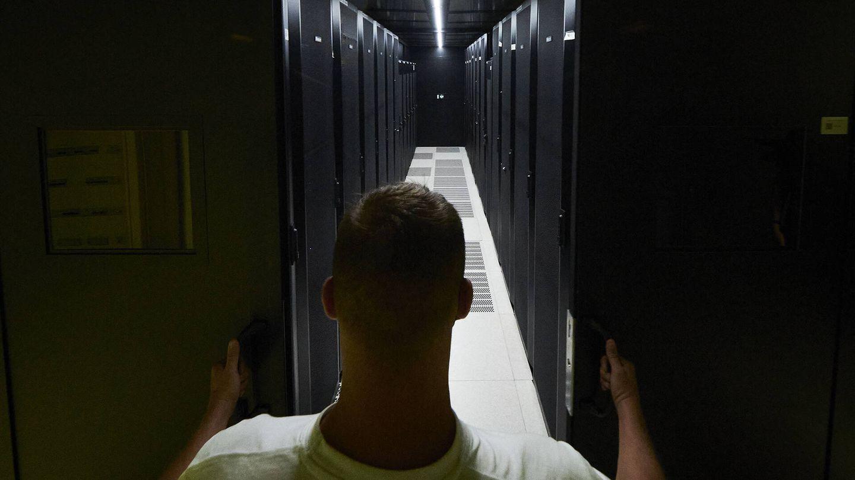 Uno de los cubículos donde se guardan los 'racks' de servidores. (Jesús Hellín).